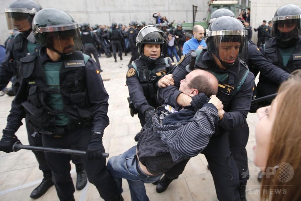 カタルーニャ住民投票、スペイン警察の暴力的対応に国内外から非難