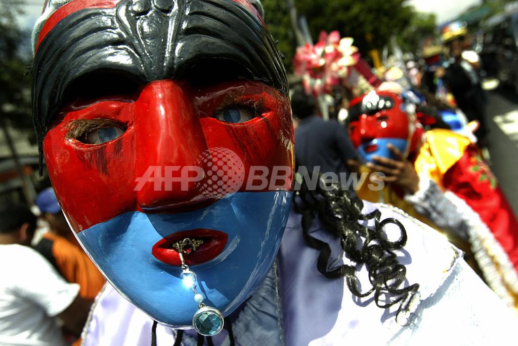 サンサルバドルで聖人を祭るパレード