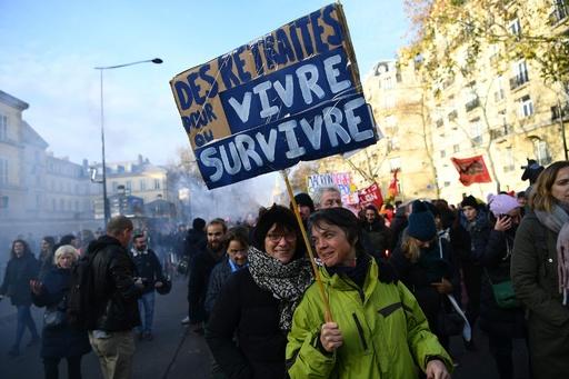 フランスで約34万人が新たなデモ、首相は年金改革めぐる論争の長期化に警鐘
