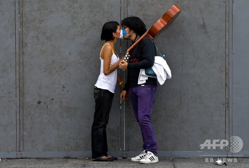 コロナ禍の性行為、マスク着用・キスなしで カナダ公衆衛生局長