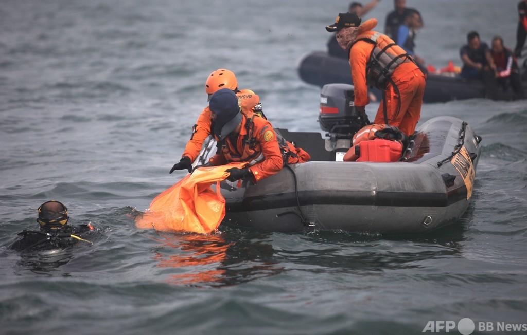 インドネシア機、墜落原因依然不明 緊急事態の通知なし