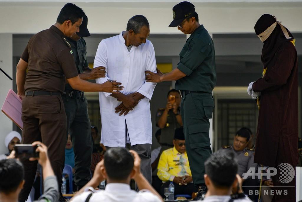 男女6人に公開むち打ち刑、人前での愛情表現で インドネシア