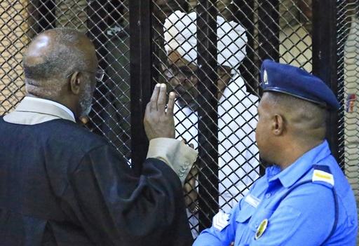 スーダンのバシル前大統領に禁錮2年の実刑判決、戦争犯罪でも捜査中