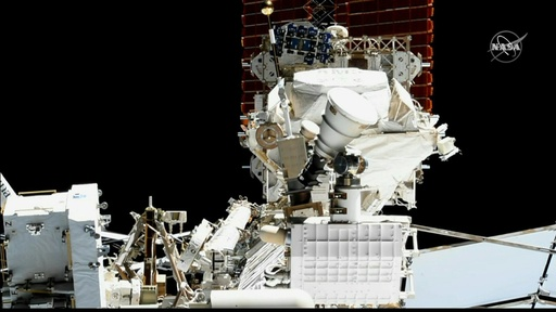 動画:ISS宇宙飛行士、素粒子検出器修理のため船外活動