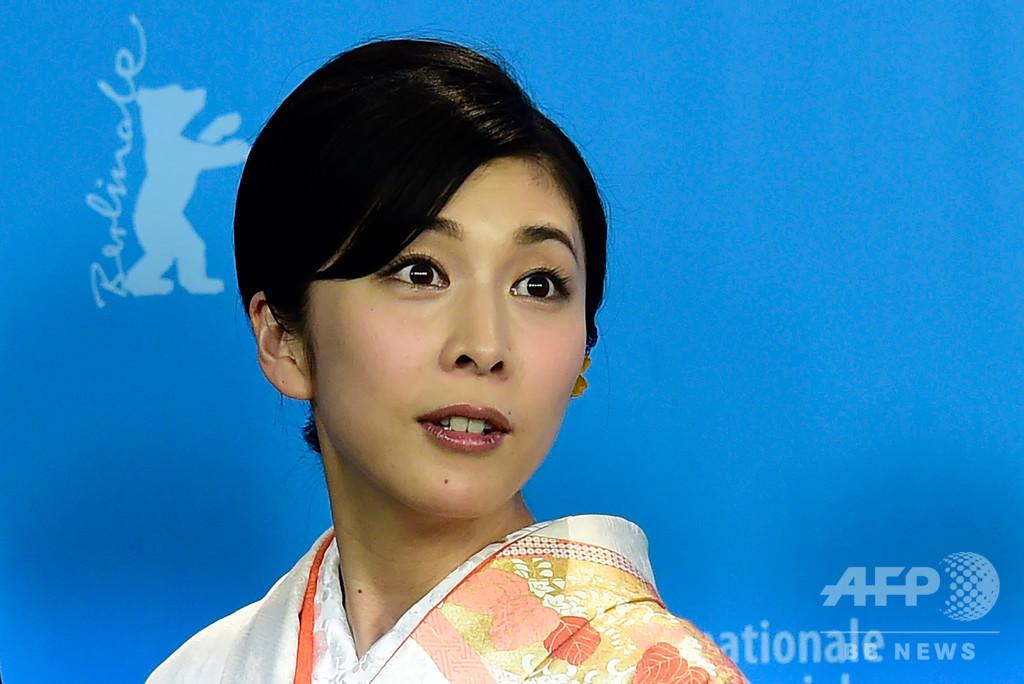 日本政府、自殺問題で警鐘 女優・竹内結子さんの死去受け