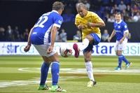 往年の各国代表選手が6人制サッカーで対戦―スターシックス