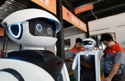 2025年、仕事量でロボットが人間を抜く 世界経済フォーラム予測