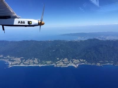 ソーラー機、名古屋に予定外の着陸 空から日本を撮影