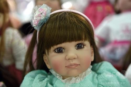 タイでブームの人形、航空当局が「人間ではない」と表明