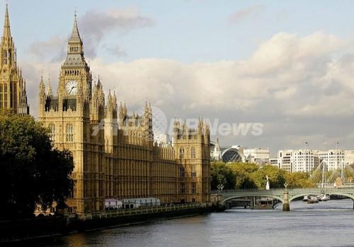 英国情報局がゲイのスパイを募集、FT紙