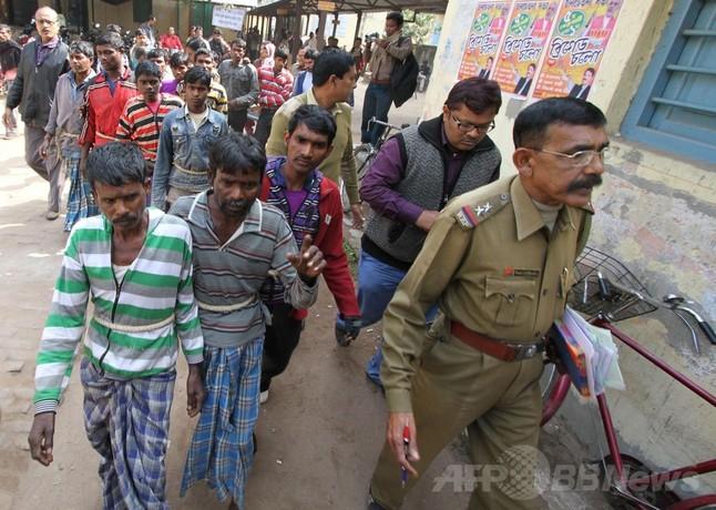 集団レイプの刑を命じたインドの村、自治組織「パンチャヤット」とは