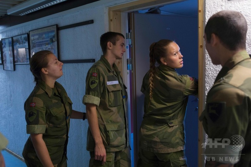 女性も徴兵のノルウェー軍、部屋も「男女混合」