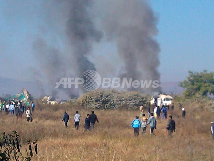 ミャンマーで航空機が不時着、2人死亡