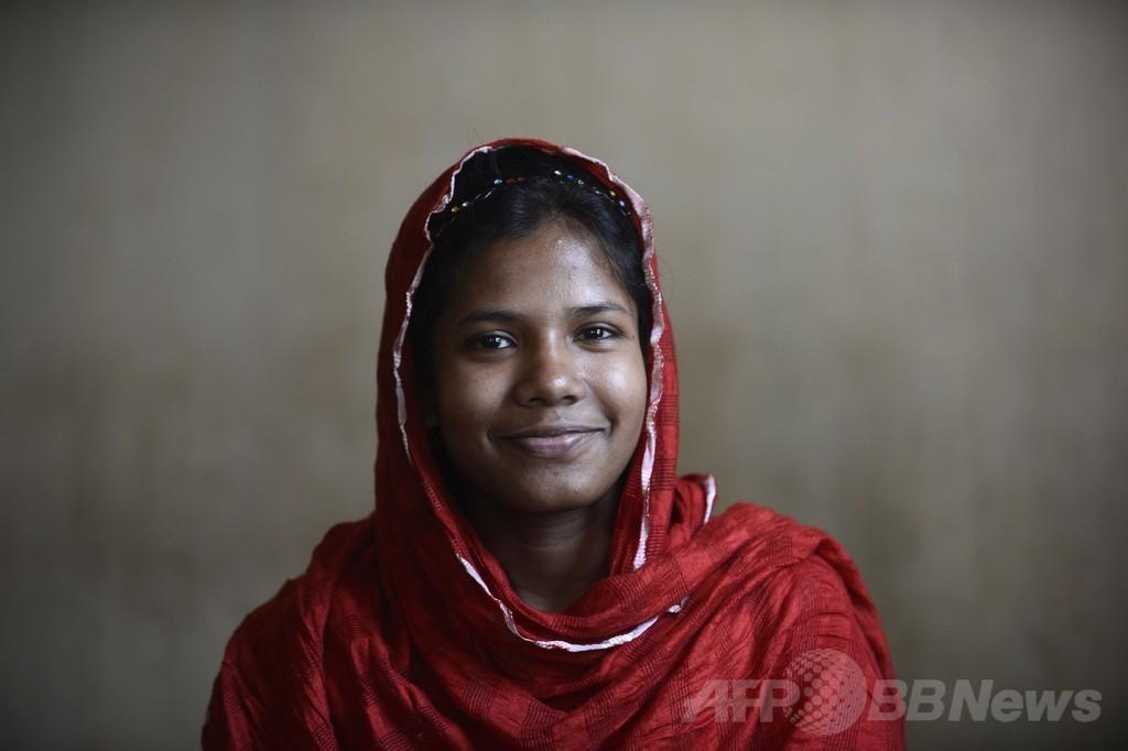 バングラデシュのビル崩壊から1年、「奇跡の生還」女性は今