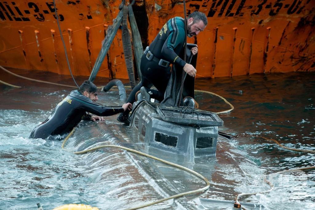 スペインでコカイン密輸の潜水艇拿捕 末端価格120億円