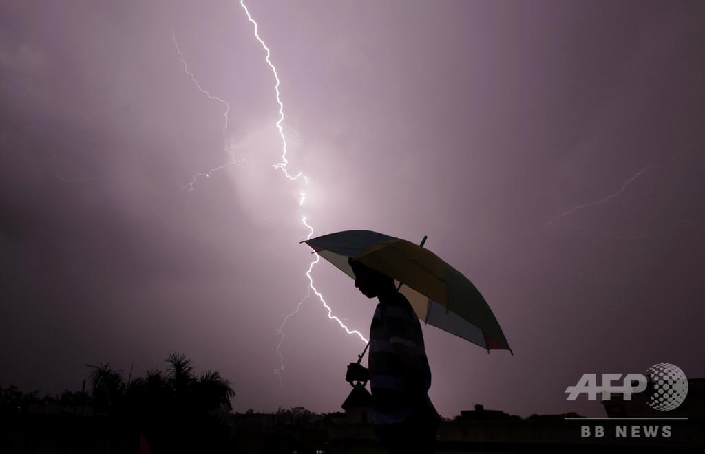 インド北・東部で落雷、107人死亡
