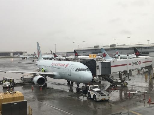 エア・カナダ機で寝入った乗客、真っ暗な無人の機内で目を覚ます