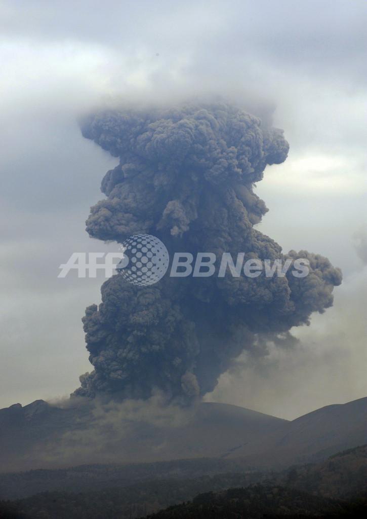 噴火続く新燃岳、農作物に降灰被害も