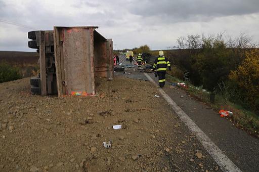 スロバキア山岳部「死の道路」で生徒ら12人死亡