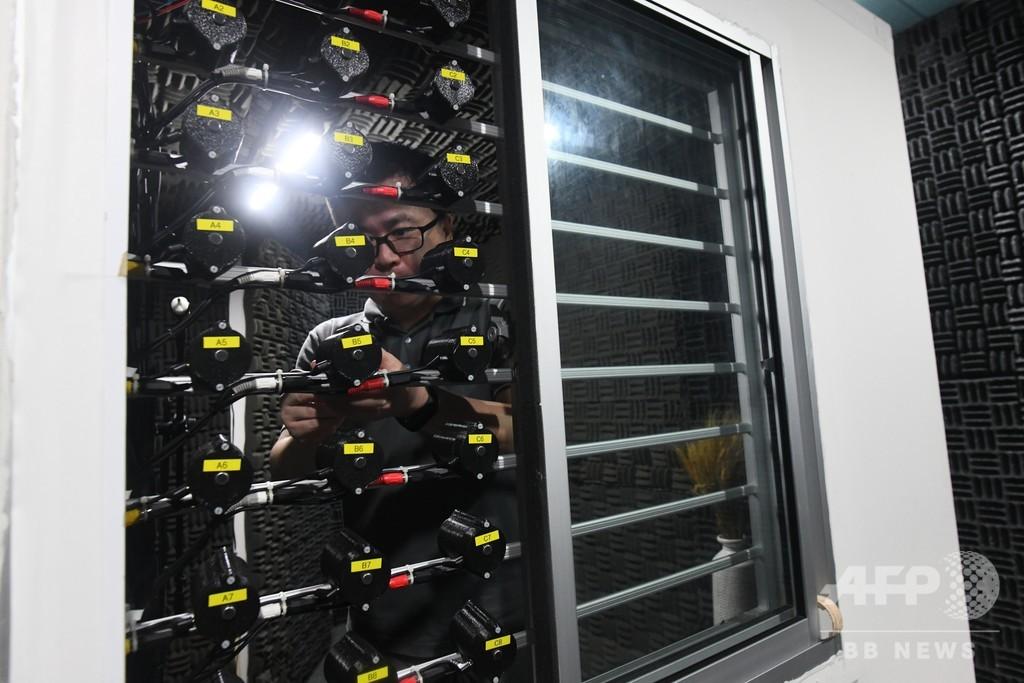 都会の騒音にうんざり? 「雑音除去ヘッドホン」技術を窓に