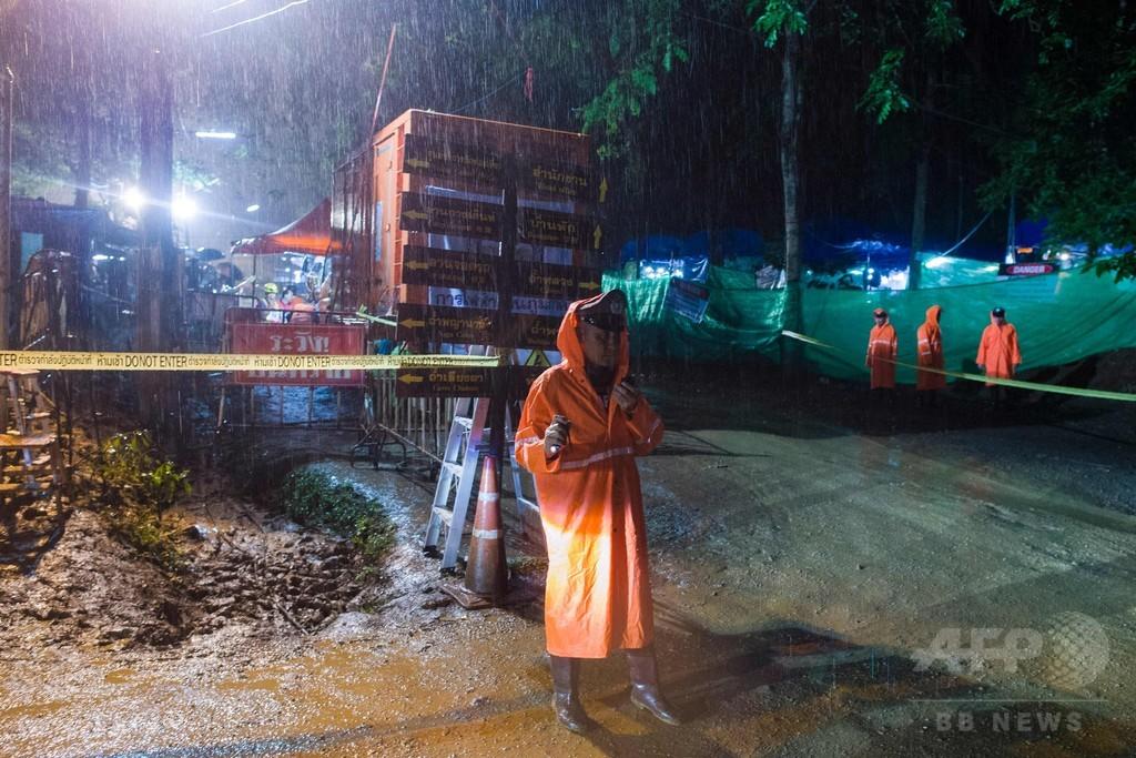 タイ洞窟少年らの救出作戦開始、県知事「今日以外ない」