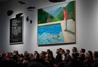ホックニー氏作品、102億円で落札 存命芸術家では史上最高額