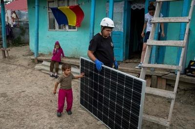 ルーマニアに明かりを、太陽光パネルで貧困家庭を暗闇から救う