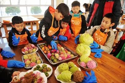 「お団子食べてね」 青島の動物園、子どもらが元宵節のごちそう作り