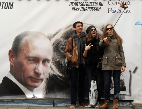 ロシアで「自撮り」死亡事故が多発、政府が安全運動を開始