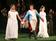 アン・ハサウェイ、「十二夜」オープニングナイトにマルケッサのドレス