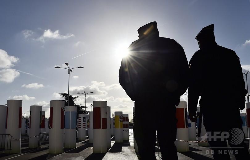 フランス厳戒、国境管理強化 約1000人に入国拒否