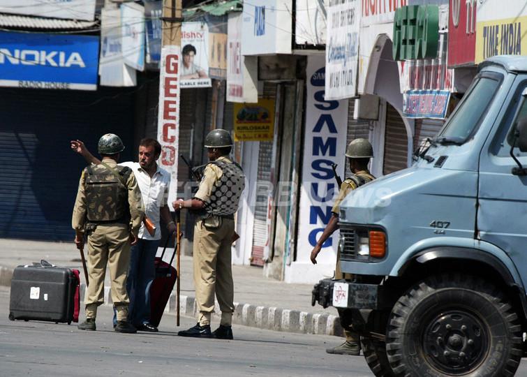 カシミール地方に外出禁止令、分離派指導者2人拘束、市民1人殺害