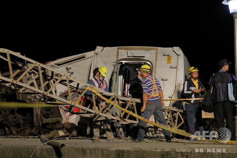 台湾列車事故「横転前に急加速、車体激しく揺れた」 夜通しで捜索