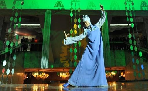 伝統衣装で歴史を振り返る、キルギスで「Access to History」ショー