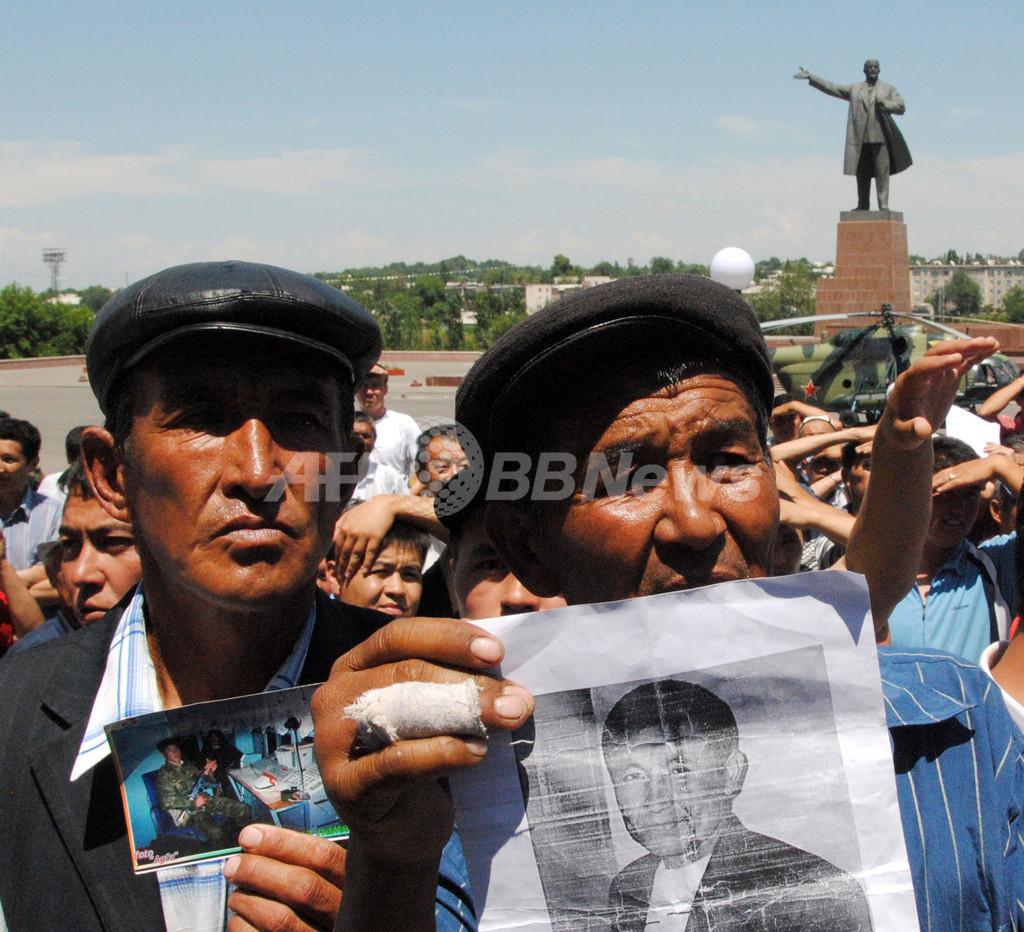 キルギス民族衝突、死者2000人にも
