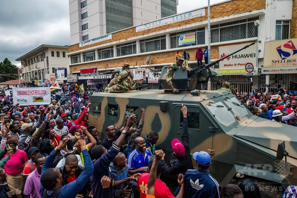 ジンバブエで数万人が反大統領デモ 与党は解任承認へ