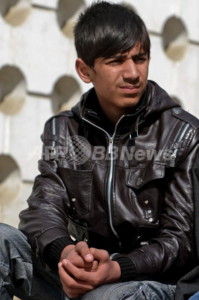 路上の物売り少年、アフガンから米アカデミー賞授賞式へ