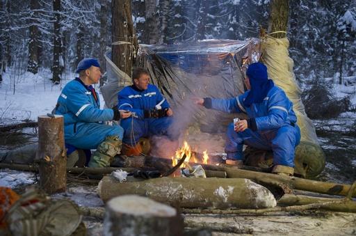 ISSで役に立つ?宇宙飛行士、真冬の森でサバイバル訓練