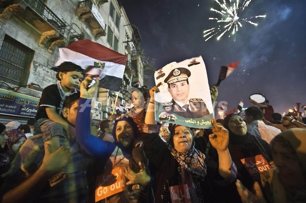 エジプト軍、モルシ大統領と側近を拘束 同胞団300人に逮捕状
