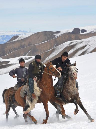 中央アジア伝統の騎馬競技「ブズカシ」、キルギス