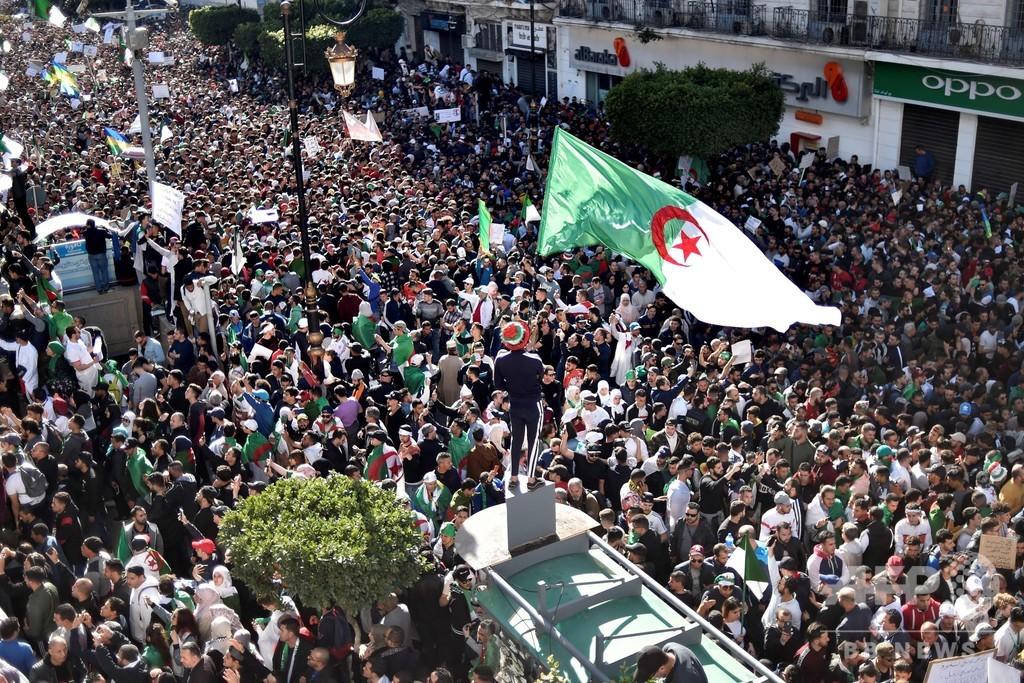 アルジェリア大統領退陣求め大規模デモ 5選出馬撤回も沈静化せず