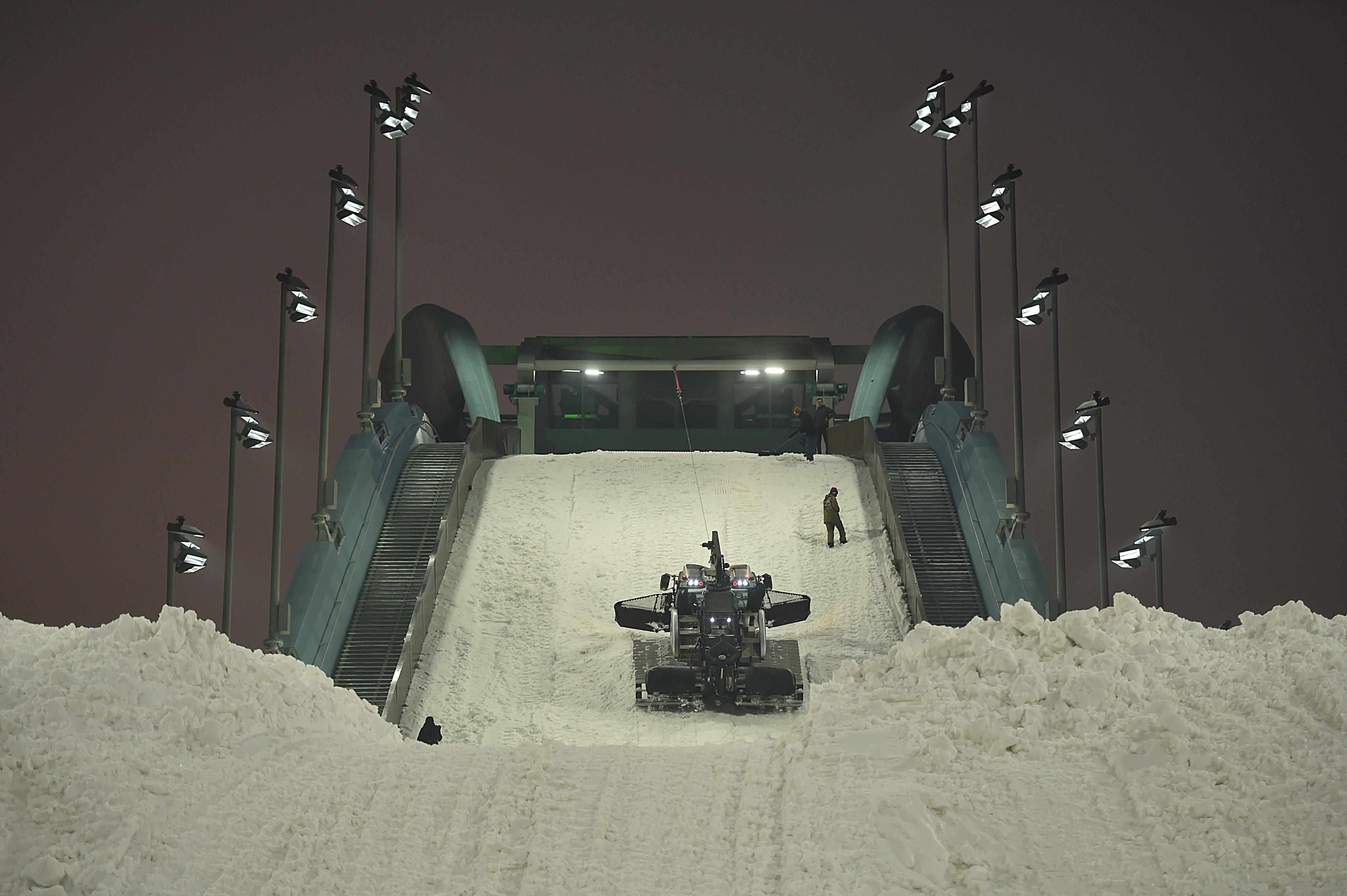 北京冬季五輪・パラのスキージャンプ台でライトショー