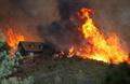米カリフォルニア州各地で山火事、大規模消火活動