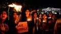 動画:ヒンズー教女性信者ら、女性の寺院立ち入りに抗議 インド