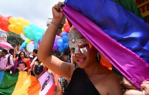 ネパールで「ゲイ・プライド」パレード、LGBTの権利擁護訴え