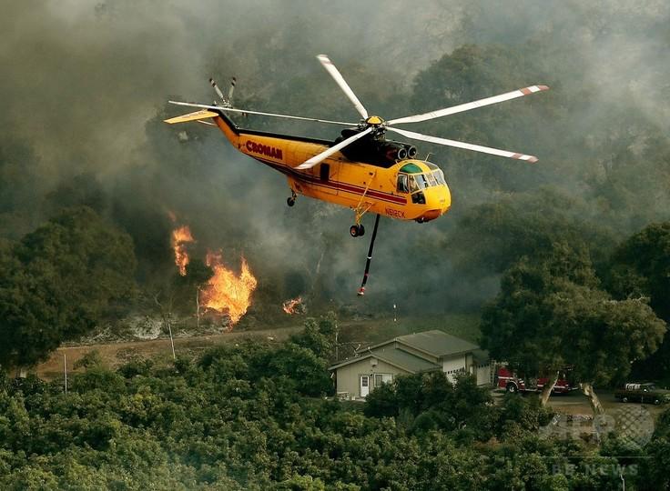 米加州南部の山火事「トーマス」、近隣市町村へ拡大の恐れ
