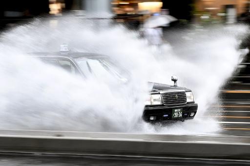 台風19号が首都圏に接近、記録的な大雨の恐れ 千葉県で1人死亡