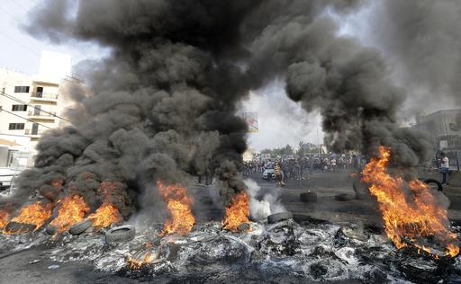 経済難のレバノンで大規模デモ、市民が政府に退陣要求