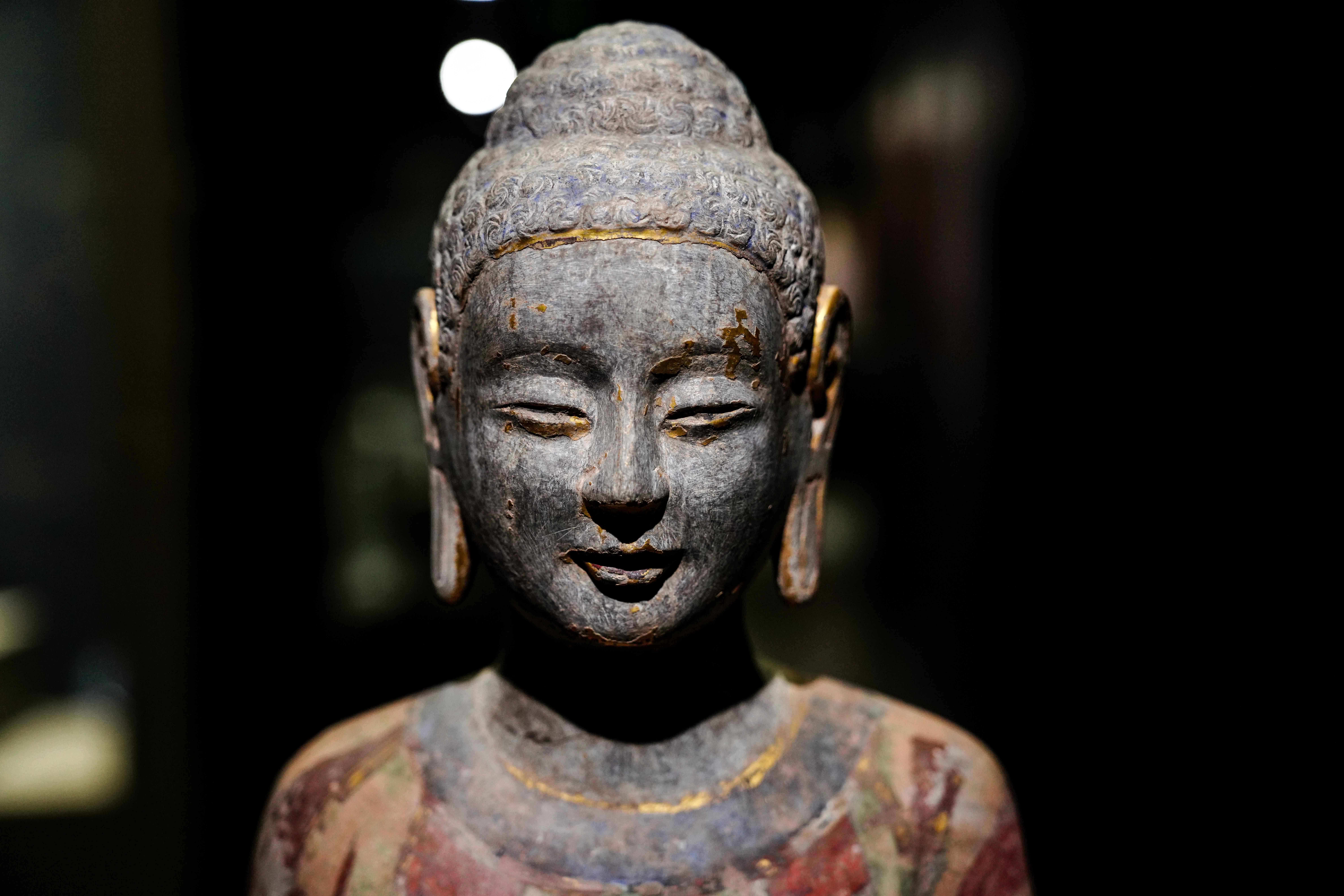 端正な表情が魅力 穴蔵から見つかった精巧な仏像たち 中国・山東省
