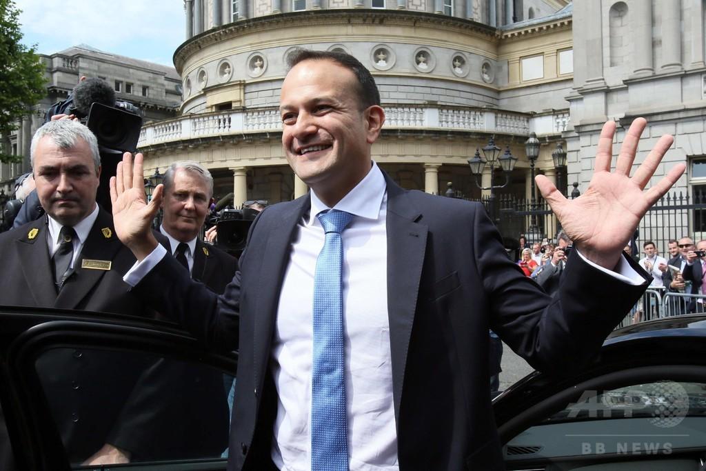 アイルランド首相に初の同性愛者 バラッカー氏が就任